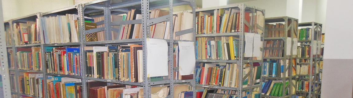 A biblioteca da Faculdade Engenharia tem obras científicas do domínio de engenharia e outras áreas a fim